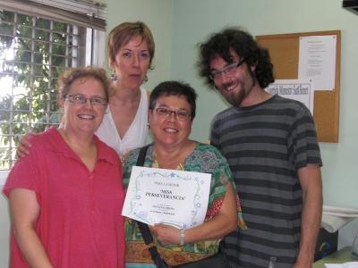 els professors entregen diplomes