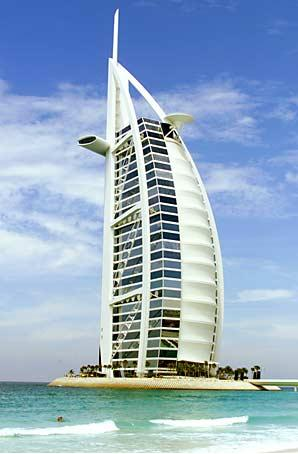 For 5th grade students comprehension questions about the for D shaped hotel in dubai
