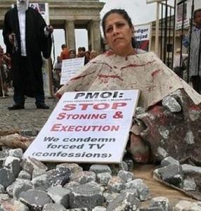 dona-protesta-contra-lapidacio-AFP_ARAIMA20140718_0142_41
