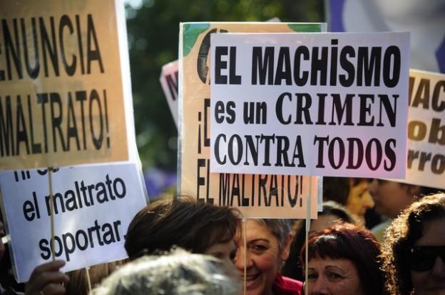 Milers de persones surten al carrer contra la violència masclista