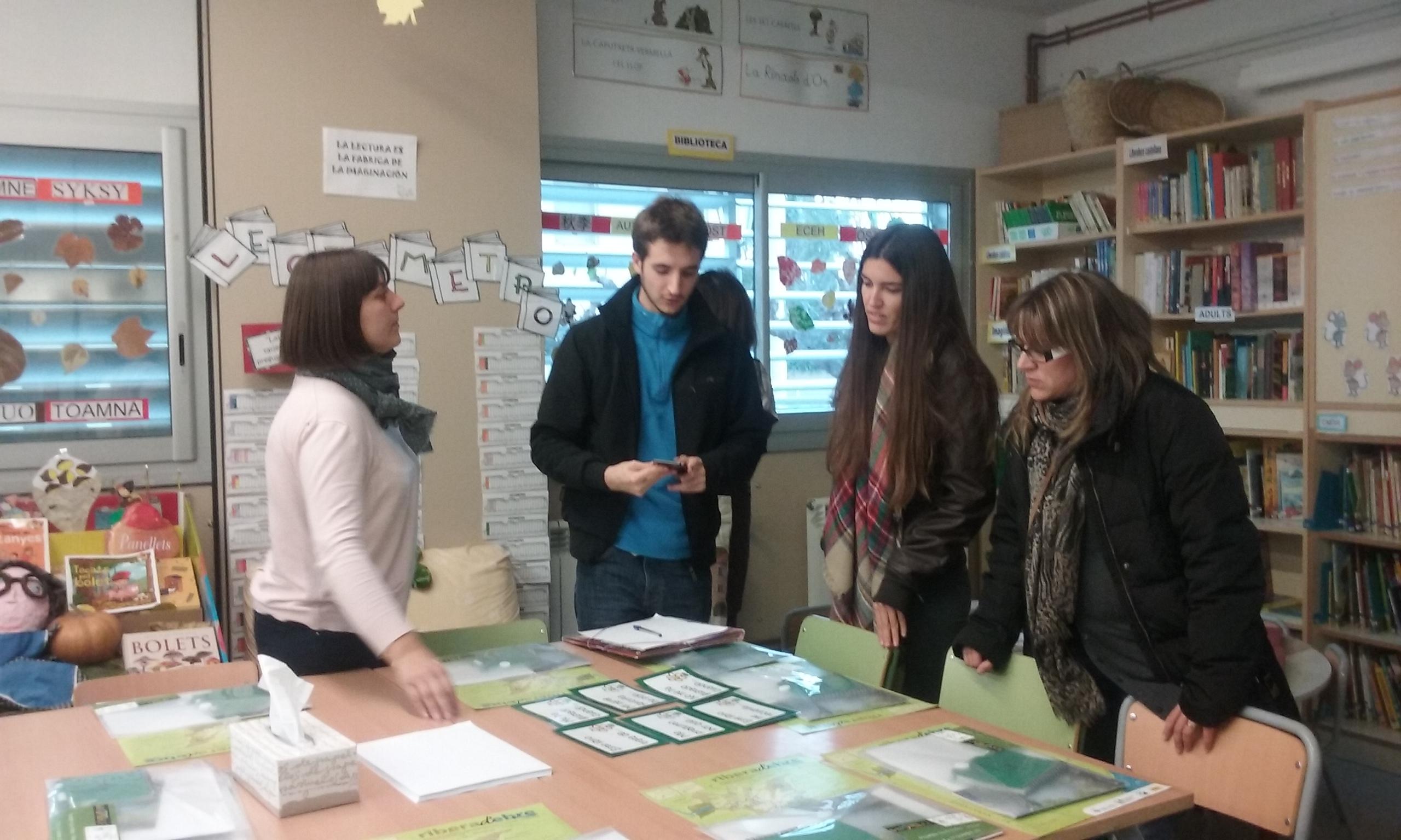 20151118 Biblioteca Escola de Ginestar amb Helena Borràs