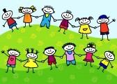 10673796-grupo-de-dibujos-animados-divertidos-de-ninos-sobre-un-cesped-verde