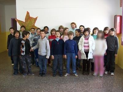 """Classe de 4t B assajant la Nadala """"We wish you a Merry Chiristmas"""" desembre 2008"""