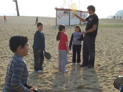 Victor ensenyant a uns alumnes molt aplicats
