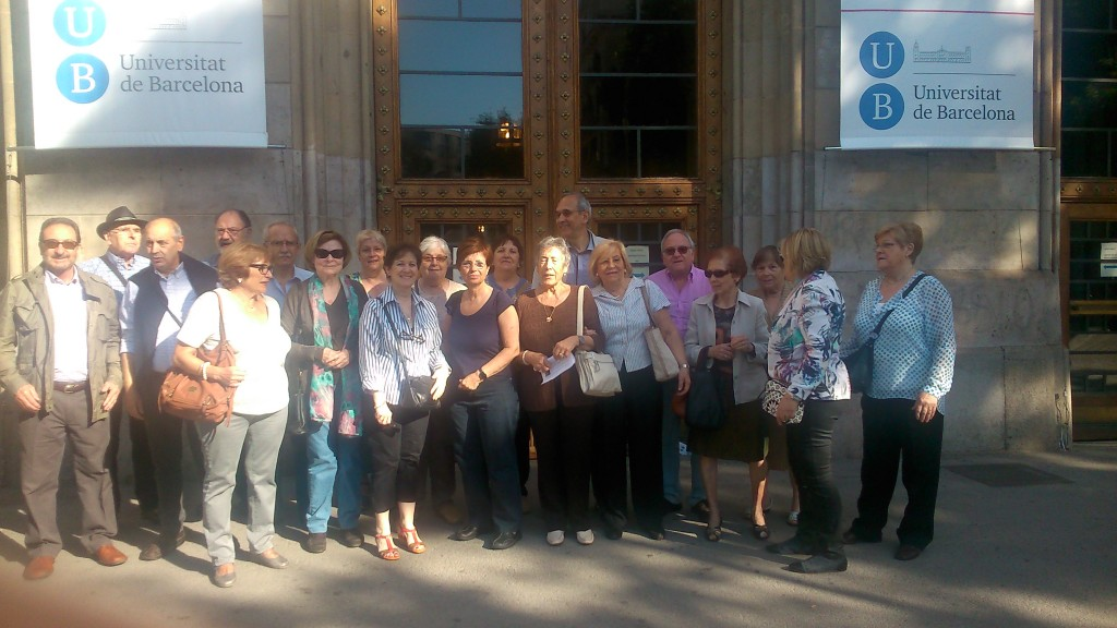 Estudiants de Llengua catalana 3 del CFA Palau de Mar al edifici històric de la Universistat de Barcelona