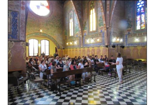 Sabela Labraña a la Capella modernista del Col·legi Major Ramon Llull, amb motiu de la visita dels estudiants del CEPA Sierra Norte al CFA Palau de Mar