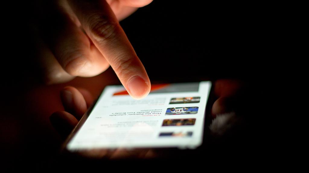 Les possibilitats d'aprenentatge dels mòbils comencen a aparcar les prohibicions als instituts