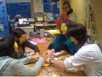Estudiants de Vic en el taller de sensibilització i informació de l'Aula Biblioteca del CRE ONCE Barcelona