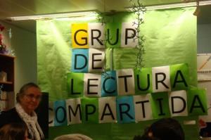 """Decoració """"Grup de lectura compartida"""" i organitzadora de l'activitat """"Elvira Gil"""""""