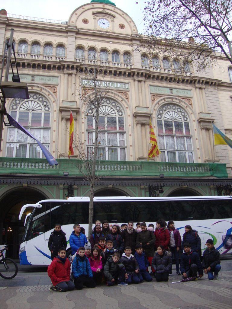 04-davant-el-teatre-del-liceu-fileminimizer