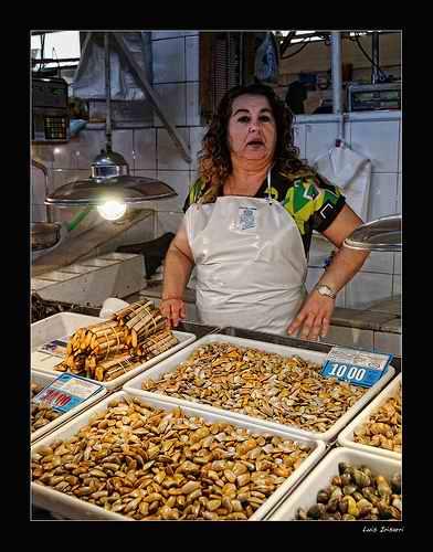 Pescaderos en el mercado del Carmen (Huelva)