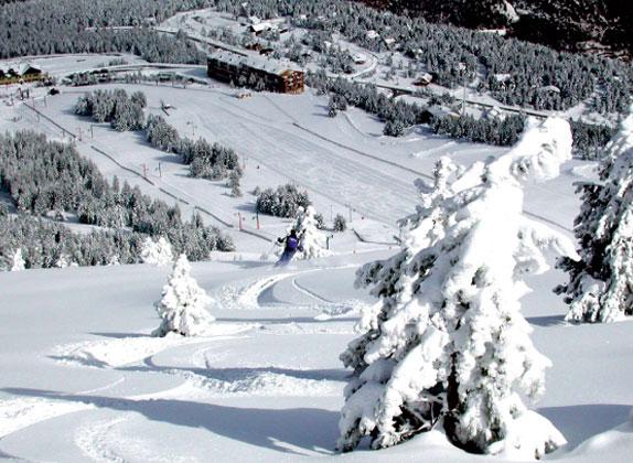 foto-estacion-de-esqui-esquiada1