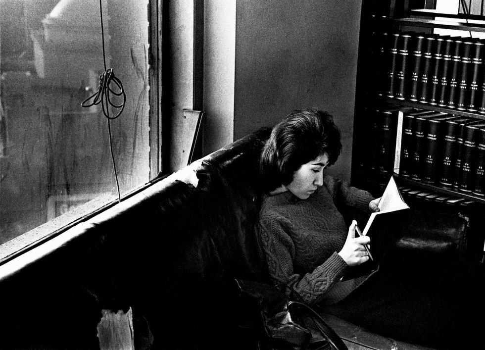 Universidad de Long Island, Nueva York. 16 de marzo de 1963 © André Kertész
