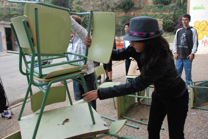 La noia del barret. Assaig espais afegits. Margarita Andreu EN RESiDÈNCiA a l'Institut Vall d'Hebron. 15 de novembre de 2010