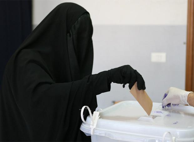 una-dona-vota-a-nabatiyeh-sur-del-liban-8_06_09-afp.jpg