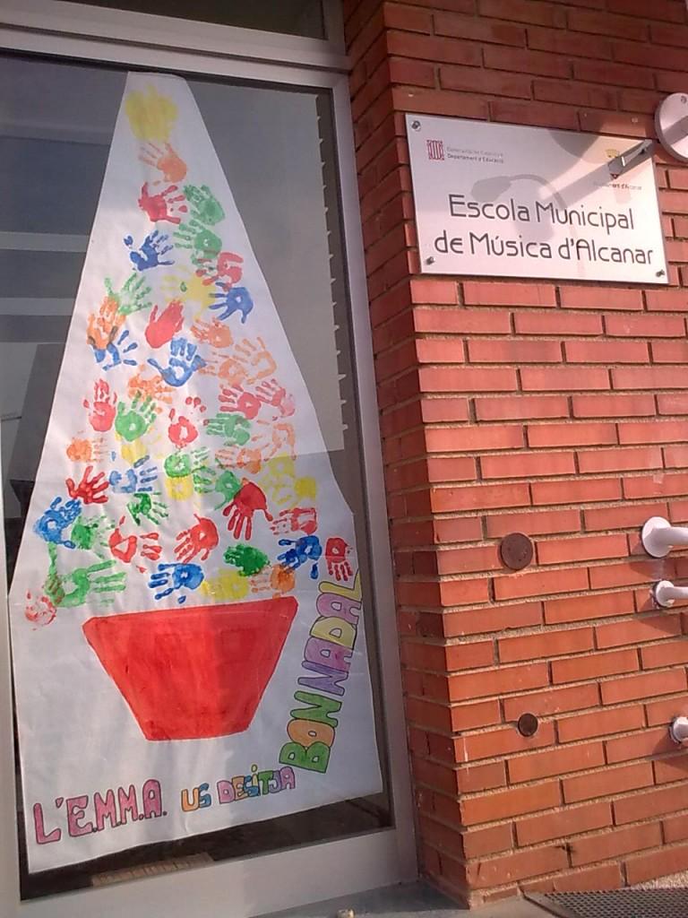 Decoració nadalenca a l'entrada de l'escola