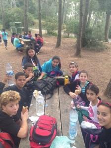 Els alumnes i les alumnes de CS fent una parada per esmorzar