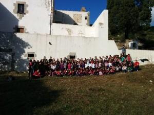 Tots els nens i nenes de l'Escola Portitxol de l'Estartit