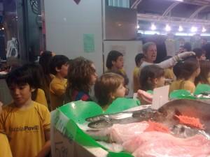 Mirant les parades de peix fresc