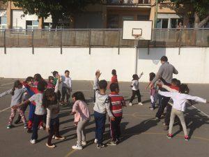 Al pati dels més grans de l'escola vam compartir les cançons de La Castanyera i vam menjar castanyes i panellets.