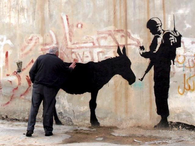 militar-israeli-controlando-a-un-animalito2