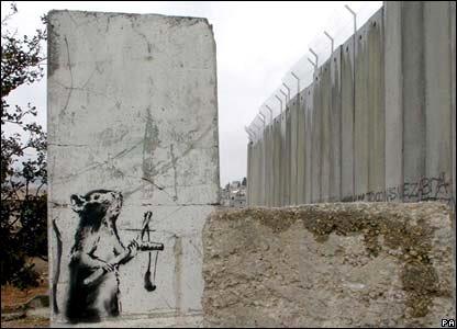 ratoncito-contra-el-muro-trabbanksy2