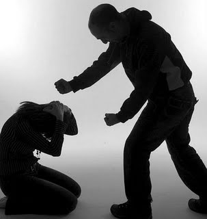 2. Quin dret tenen les persones a maltractar els altres?