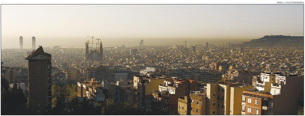 vista-de-barcelona-amb-smog-feb11