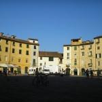 Plaça ovalada, antic cirs romà, Lucca