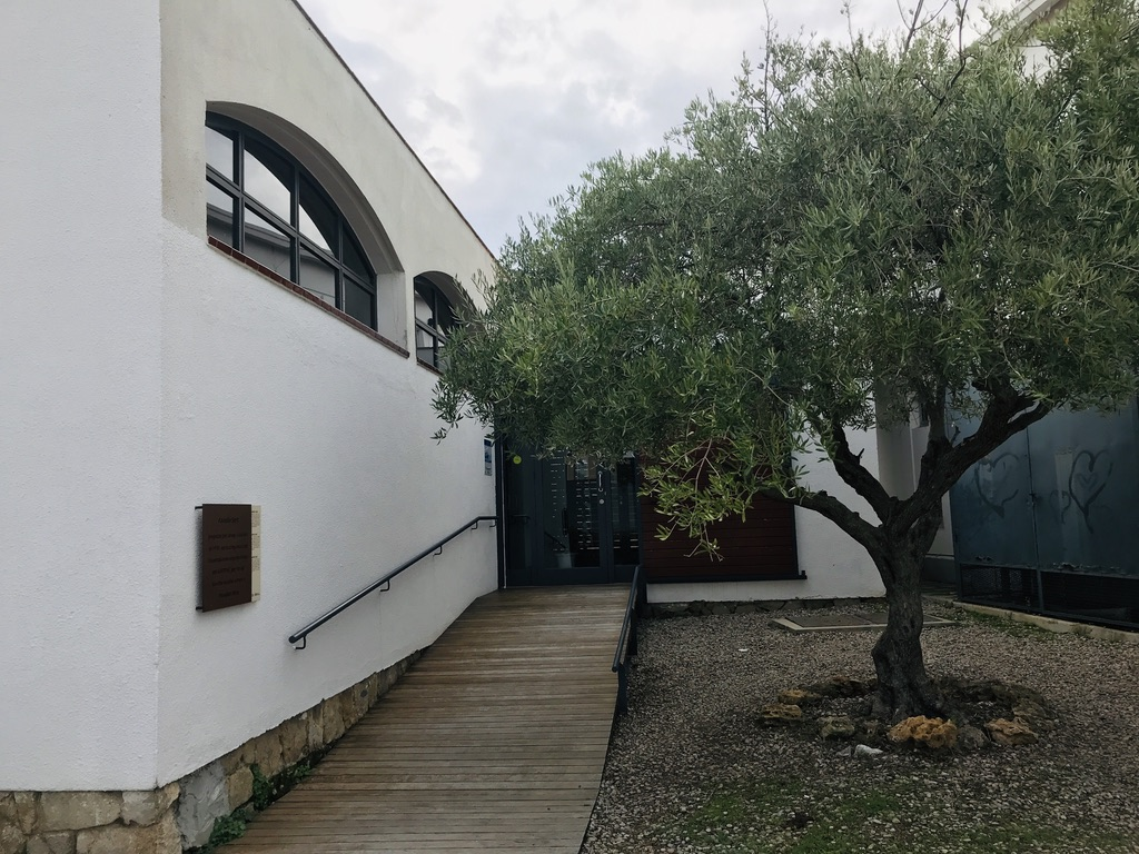 Entrada al Centre Salvador Espriu