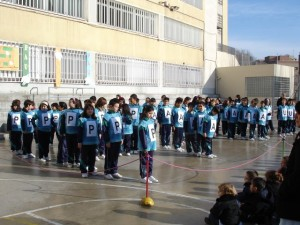 Nois de5è celebrant el dia de la PAU