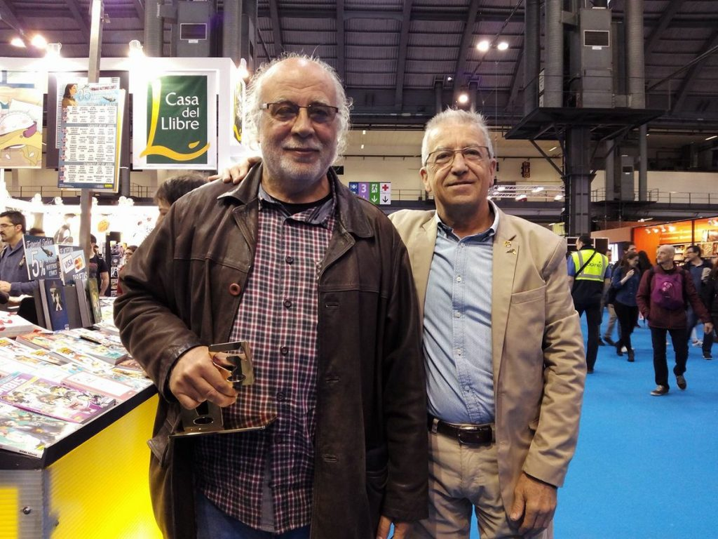 Martín Saurí amb el trofeu ben merescut del Gran Premi del Saló del Còmic acompanyat de Rafa Martínez, fundador de Norma editorial