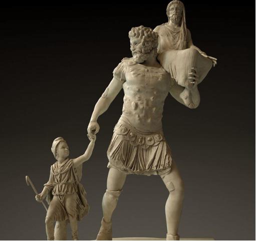 Representació escultòria de pater familias amb Eneas i Ascani