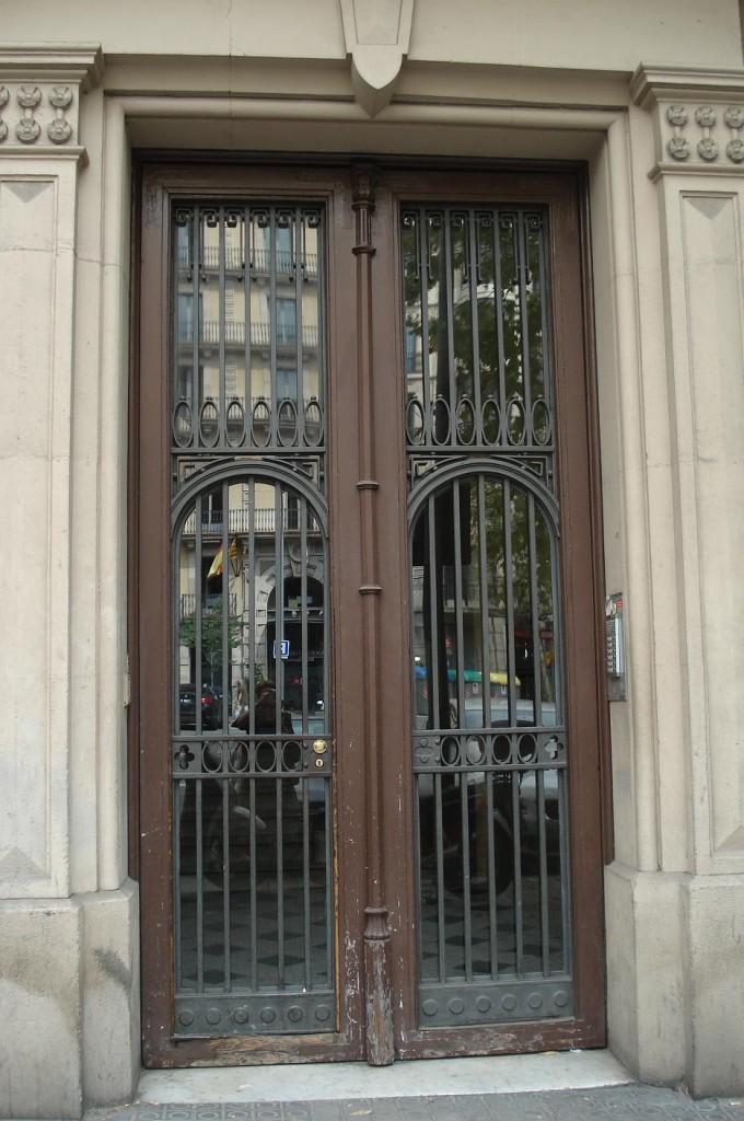 La puerta del nº 36 de la calle de Aribau