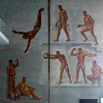 Murals de les parets de la piscina coberta de 50m de l'Stadio del Nuoto.