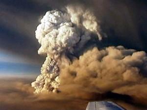 Columna de fum procedent del volcà islandès