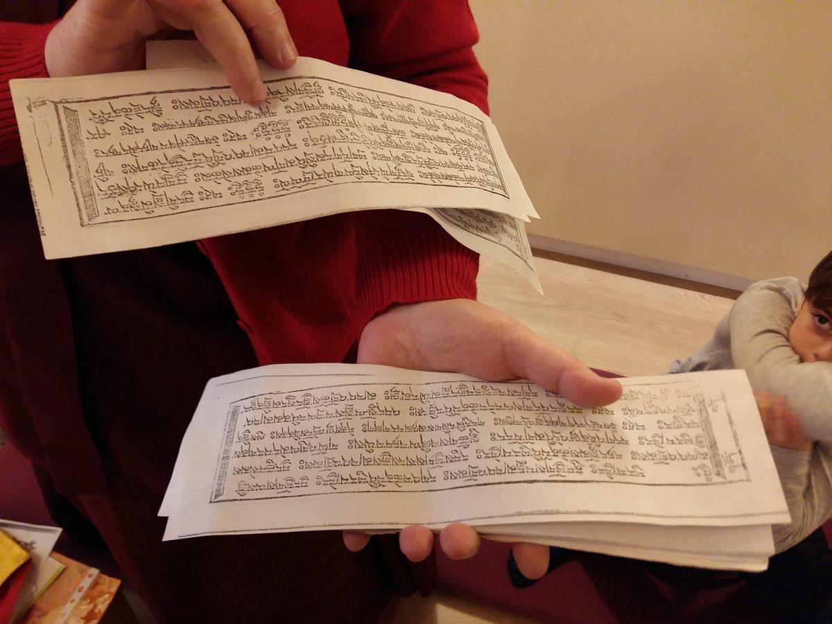 Els artistes visiten el Centre Budista