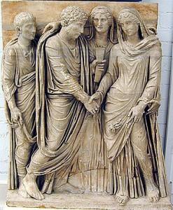 Matrimoni entre dos ciutadans romans amb la presència dels testimonis.  Actualment es troba al Museu de Capodimonte.
