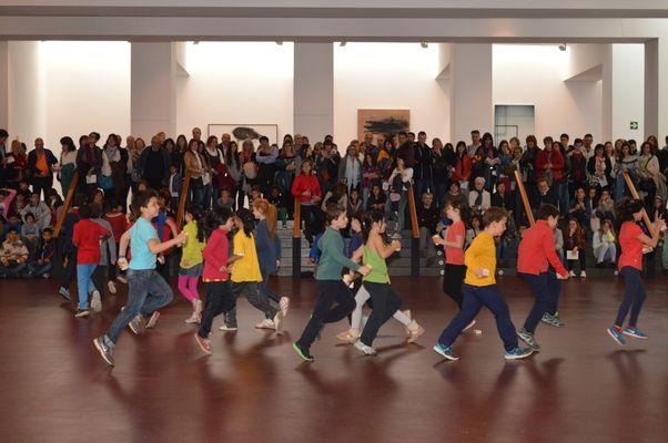 grup de dansa de l'escola Angeleta Ferrer