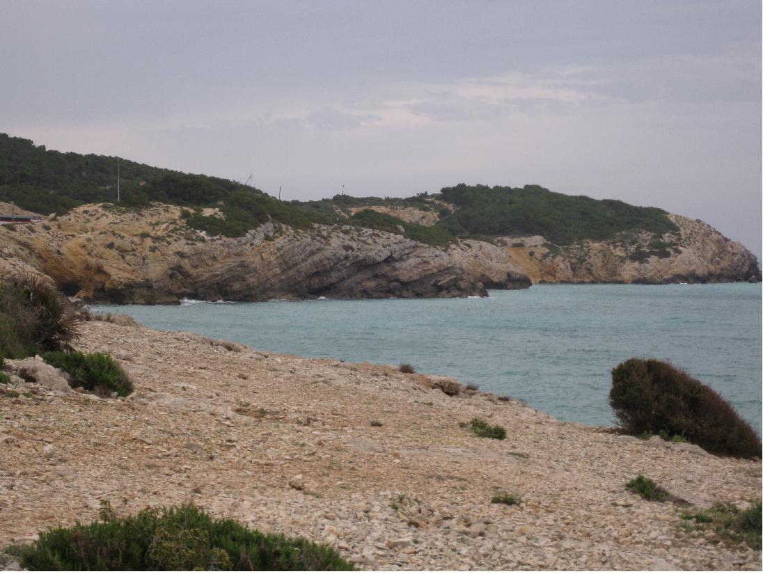 Estrats aflorant a la costa.