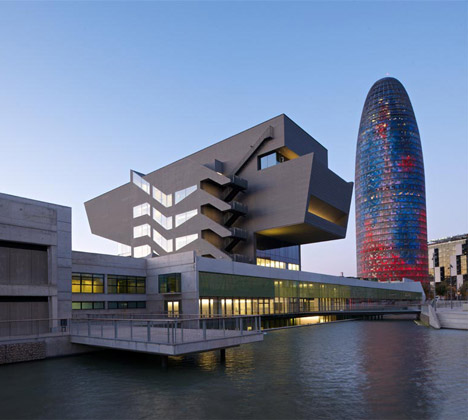 dezeen_DHUB-Museu-del-Disseny-de-Barcelona-by-MBM-Arquitectes_1