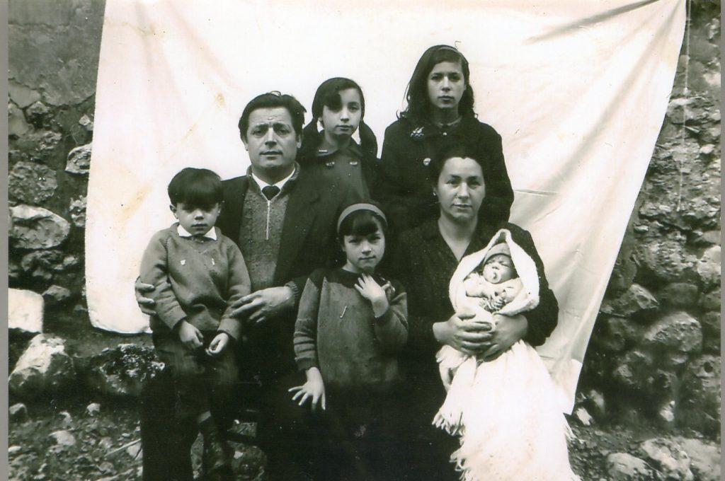 El meu avi Eustoquio amb la meva avia, els meus tiets i el meu pare.