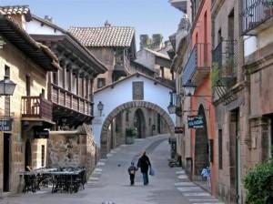 pobleespañol-690x517