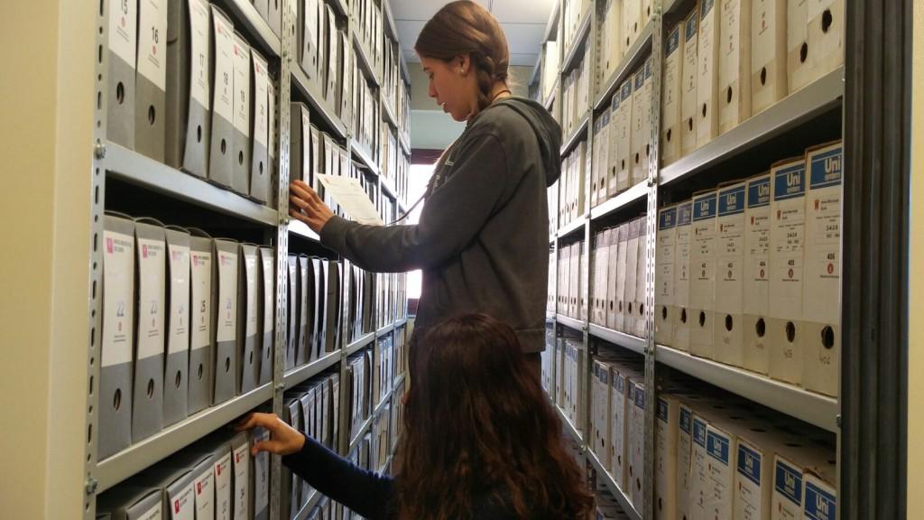IMG_6679 foto alumnes a l'arxiu de Gurb
