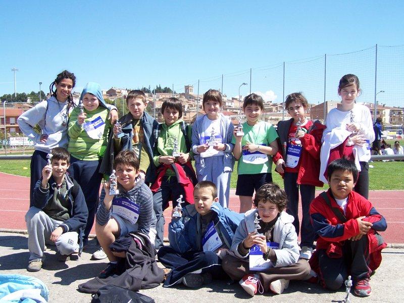 alumnes participants a la fase territorial del JEEC d'atletisme